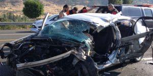 Elazığ'da kamyonet ile otomobil çarpıştı: 1 ölü, 1 yaralı