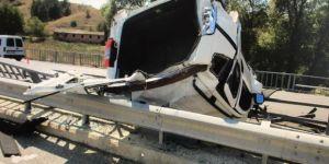 Amasya, Gümüşhacıköy'de Köprülerin Arasında Takılı Kaldı: 6 Yaralı