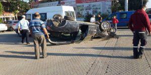 Otomobil Akaryakıt İstasyonuna Daldı: 2 Yaralı
