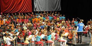 Eskişehir'de Çocuk Senfoni Orkestrası 'Cumhuriyet Konseri' İle İzleyenleri Büyüledi