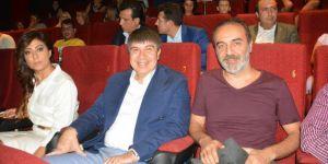 Yılmaz Erdoğan Yazıp Yönettiği 'Ekşi Elmalar'ı Sinemaseverlerle Birlikte İzledi