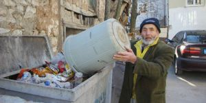 Çevreci Dede Tek Başına Koca Köyü Temizliyor
