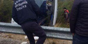 Denizli Honaz ilçesinde Yolcu Minibüsü Devrildi: 16 Yaralı