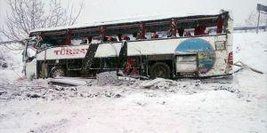 Sinop Saraydüzü ilçesi Başekin köyünde yolcu otobüsü uçuruma yuvarlandı