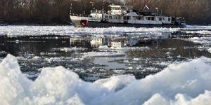 Tuna Nehri Budapeşte'de Buz Tuttu
