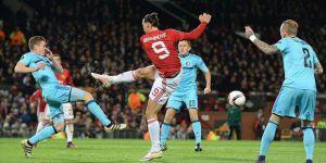 İngiltere'de Ayın Futbolcusu Zlatan Ibrahimovic Seçildi