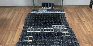 Bitlis'te Emniyeti Ekiplerince 258 Adet Kaçak Akıllı Cep Telefonu Ele Geçirildi