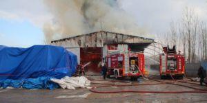 Akyazı  ilçesinde Baza Deposunda Çıkan Büyük Yangın Söndürüldü