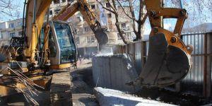Kosova ve Sırbistan Arasındaki Mitrovica'yı İkiye Ayıran Duvar Yıkıldı