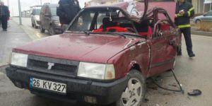 Eskişehir, Gündüz Ökçün Bulvarında Otomobil ile Kamyonet Çarpıştı: 2 Yaralı