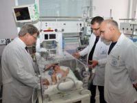Kafasından Büyük Kafatası Anomalisi İle Dünyaya Gelen Bebek Sağlığına Kavuştu