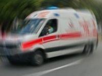 Adana'da Otomobil Park Halindeki Kamyonete Çarptı: 3 Yaralı