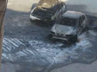 Mersin, Halkkent Mahallessi 2586 Ada'da 2 Otomobil Kundaklandı
