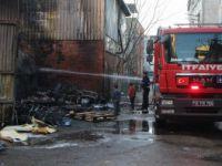 Bursa, Küçükbalıklı Mahallesi'nde Hurdalık Yangını Korkuttu