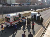Malatya'da Pikap, Alt Geçit Girişinde Yan Yattı: 3 Yaralı