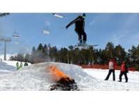 Nevruzu Kayakla Ateş Üzerinden Atlayarak Kutladılar