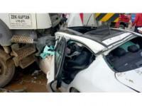 Kamyon Otomobili Biçti: 2 Yaralı