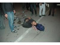 Motosiklet Polis Aracına Çarptı: 2 Yaralı