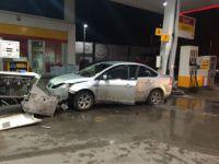 Bursa'da Bir Otomobil Önce Bir Jeep İle Çarpıştı Sonra Akaryakıt İstasyonuna Girdi
