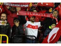 Eskişehirli Futbolseverler Milli Maça Yoğun İlgi Gösterdi