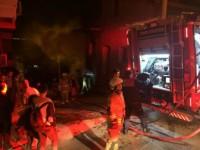 İzmir'de Metruk Bir Binada Yangın Çıktı
