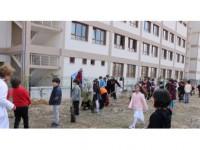 Minik Öğrencilerden Fidan Dikimi