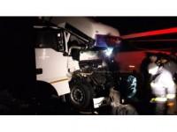 Kaza Yapan Tırda Sıkışan Sürücü Ağır Yaralandı