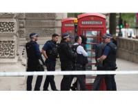 Bıçaklı Şüpheli İngiltere'de Polisi Alarma Geçirdi