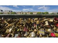 Paris Belediyesi 'Aşk Kilitleri'ni Satıp Sığınmacıları Doyuracak