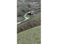 Ağrı'da Traktör Uçuruma Yuvarlandı: 2 Yaralı