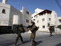 İsrail 15 Filistinli'yi gözaltına aldı!