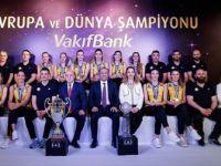 Dünya Şampiyonu Vakıfbank Kadın Takımı Basınla Buluştu