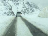 Van'ın Yüksek Kesimlerinde Kar Yağışı Trafiği Olumsuz Etkiledi