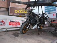 Zonguldak'ta Otomobillere Çarpan Motosiklet Sürücüsü Ağır Yaralandı