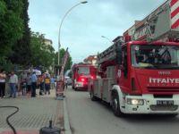 Kocaeli, Körfez'de İftar Saati Çıkan Yangın Mahalleliyi Sokağa Döktü