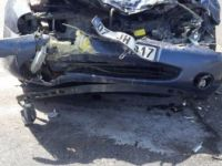 Antalya, Manavgat'ta Otomobil Kamyonete Çarptı: 7 Yaralı