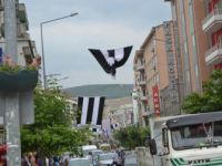 Bursa'da Beşiktaş Bayrağı Gerginlik Yaşattı