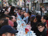 Almanya Köln'de Bin 500 Kişilik İftar