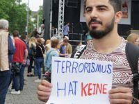 Almanya Köln'de Müslümanlar Teröre Karşı Yürüdü