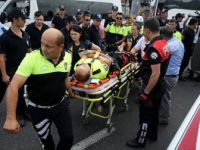 Chp'nin yürüyüş Kortejindeki Polise Motosiklet Çarptı