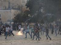 İsrail Polisi, Mescid-i Aksa'da Filistinlilere Müdahale Etti; 113 Yaralı