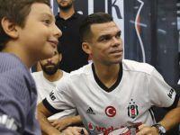 Beşiktaşlı Pepe İmza Gününde