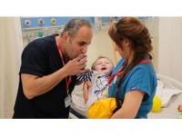 Bombadan Yaralanan Suriyeli Bebek Türkiye'de Yaşama Tutundu