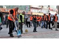 İşçiler İş Bırakınca Sokakları Belediye Başkanı İle Personel Temizledi