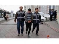 Camideki Çelik Kasadan Koli Bandıyla Para Hırsızlığı