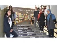 Öğretmenin Türkçe Sevgisi Okul Duvarlarını Süsledi