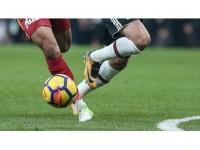 Galatasaray Evinde Kazanıyor, Beşiktaş Deplasmanda Zorlanıyor