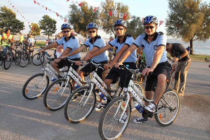 Karşıyaka'da 'Bisikletli Zabıta Timi' İşbaşında