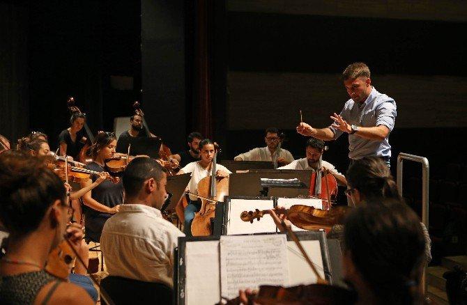 Geleceğin Orkestra Şefleri Karşıyaka'da