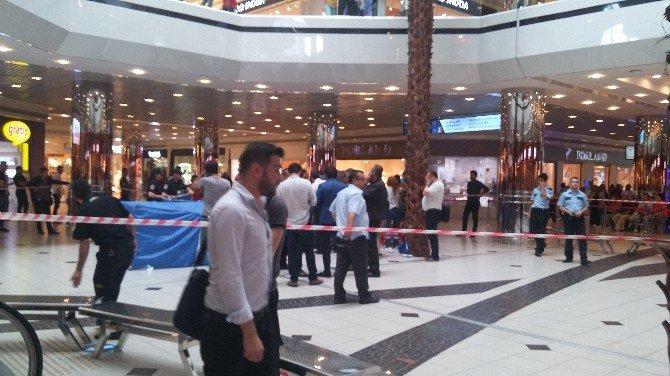 İstanbul'da ünlü bir Avm'de akıl almaz olay: 1 Ölü, 1 Yaralı